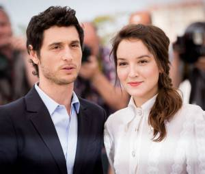 """Jérémie Elkaïm, Anaïs Demoustier - Photocall du film """"Marguerite & Julien"""" lors du 68e festival de Cannes. Le 19 mai 2015."""