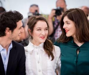 """Jérémie Elkaïm, Anaïs Demoustier et Valérie Donzelli - Photocall du film """"Marguerite & Julien"""" lors du 68e festival de Cannes. Le 19 mai 2015."""
