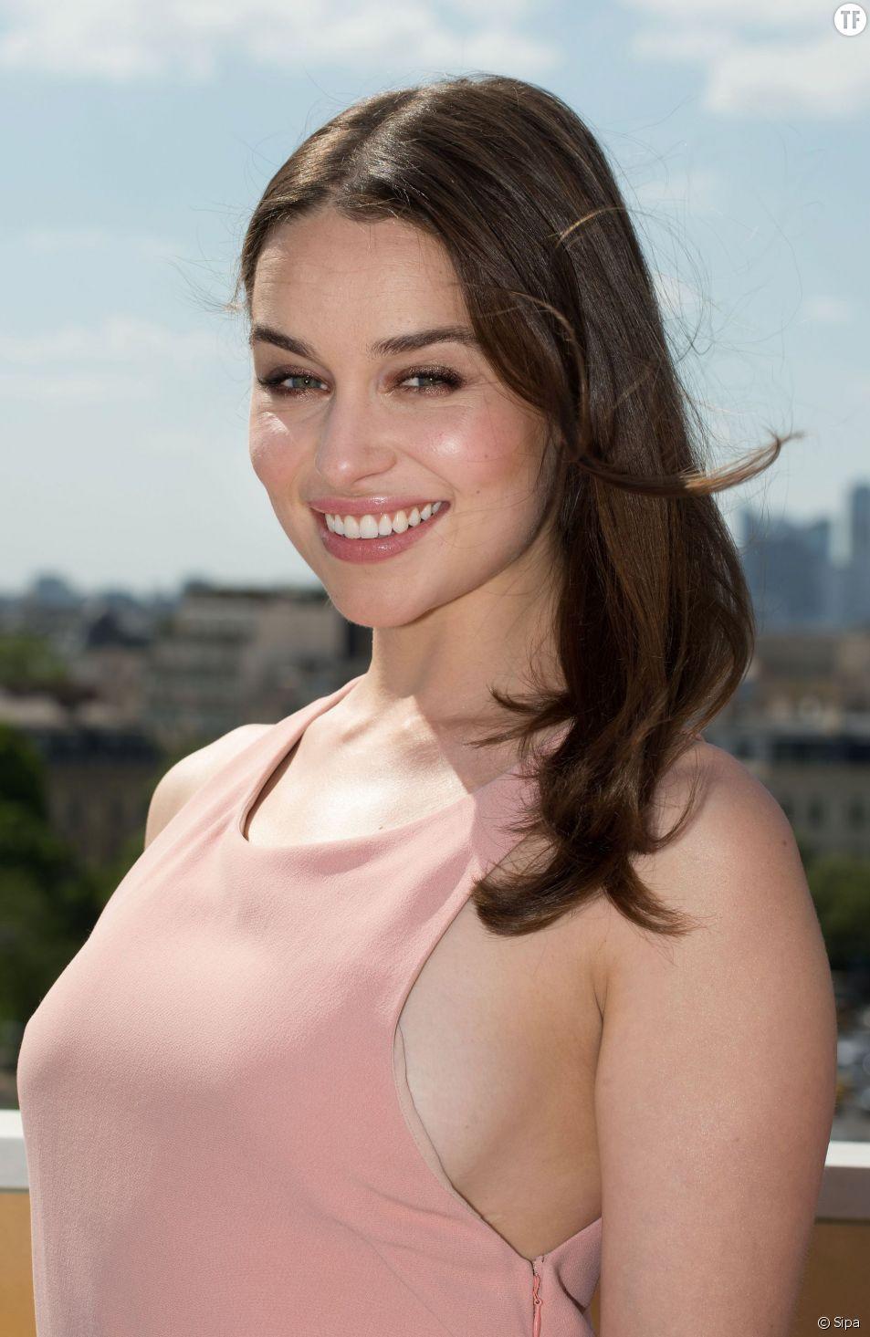Emilia Clarke à Paris pour la promo du film Terminator : Genisys