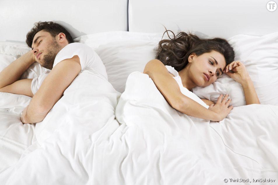 Couple en froid sous la couette