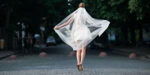 Garder son nom de jeune fille après son mariage : un phénomène en pleine explosion