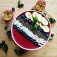 Smoothie bowl fraise, banane et myrtilles