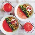 Smoothie bowl ultra-frais fraise, kiwi et granola maison