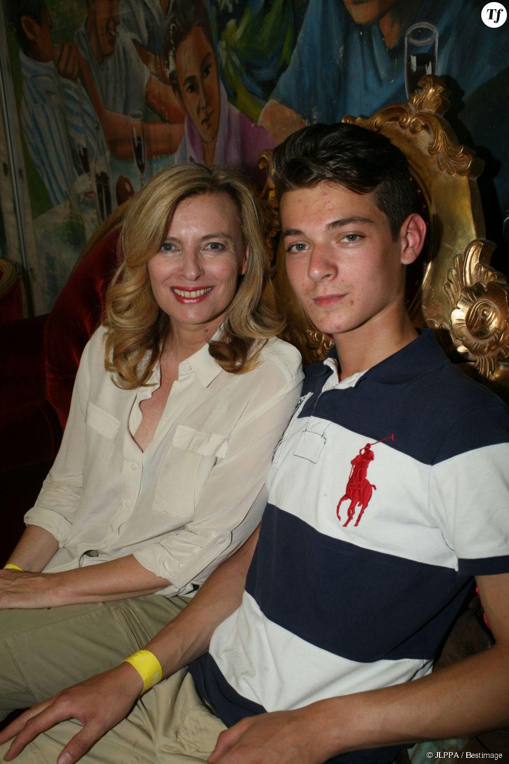 Valérie Trierweiler et son fils Léonard - Inauguration de la Fête des Tuileries à Paris le 26 juin 2015.