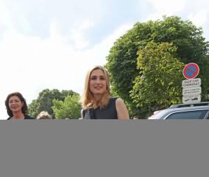 Julie Gayet intronisée dans la confrérie de la Jurade de Saint-Emilion lors de la Fête de la Fleur à Saint-Emilion, le 13 juin 2015 en marge de l'exposition Vinexpo 2015.
