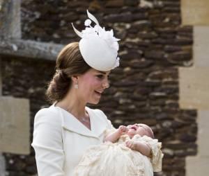 Kate Middleton : rayonnante pour le baptême de la princesse Charlotte (photos)