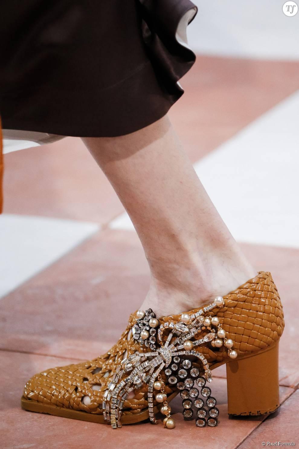 Défilé prêt-à-porter automne-hiver 2015-2016 : chaussures Céline.