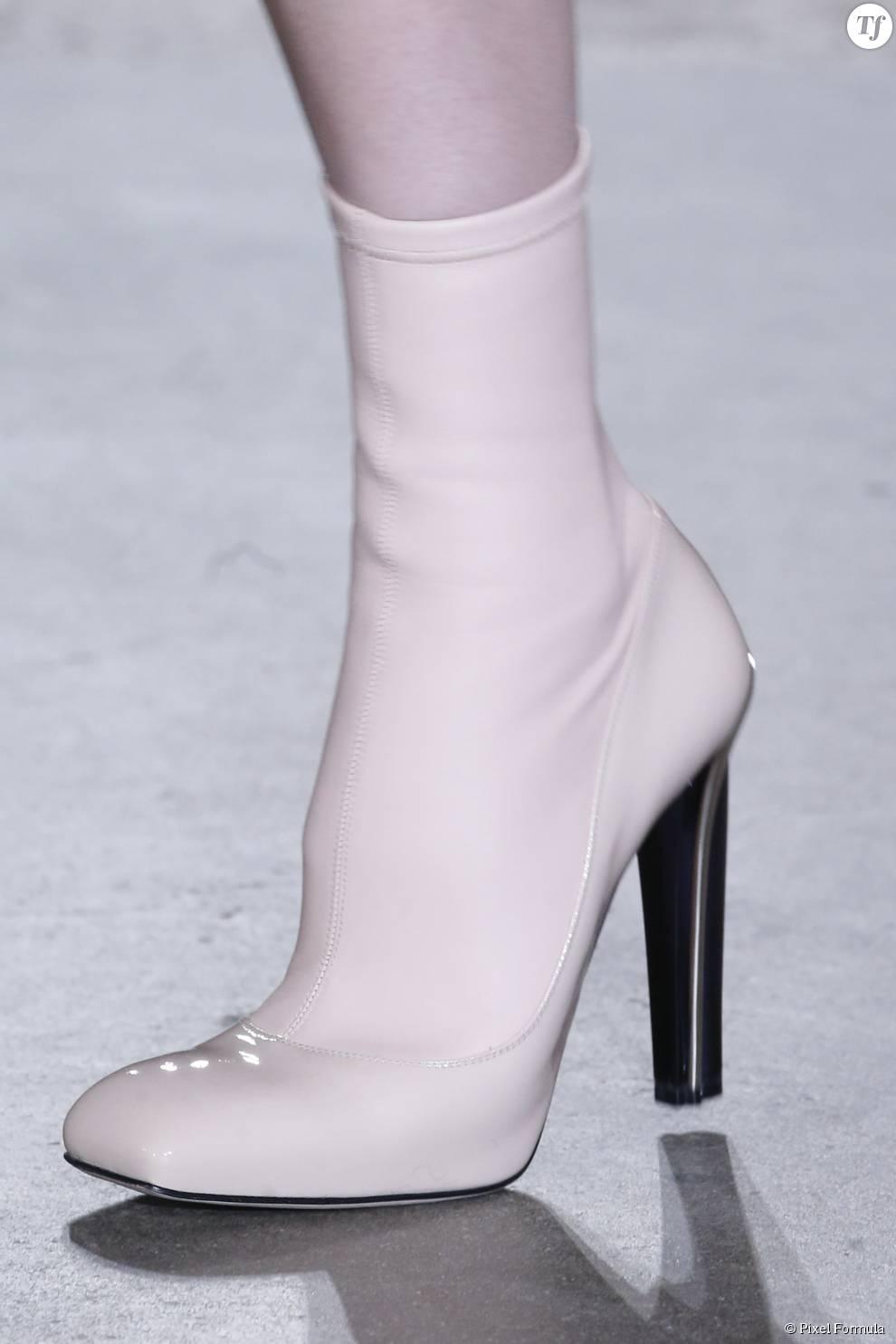 Défilé prêt-à-porter automne-hiver 2015-2016 : boots Alexander McQueen.