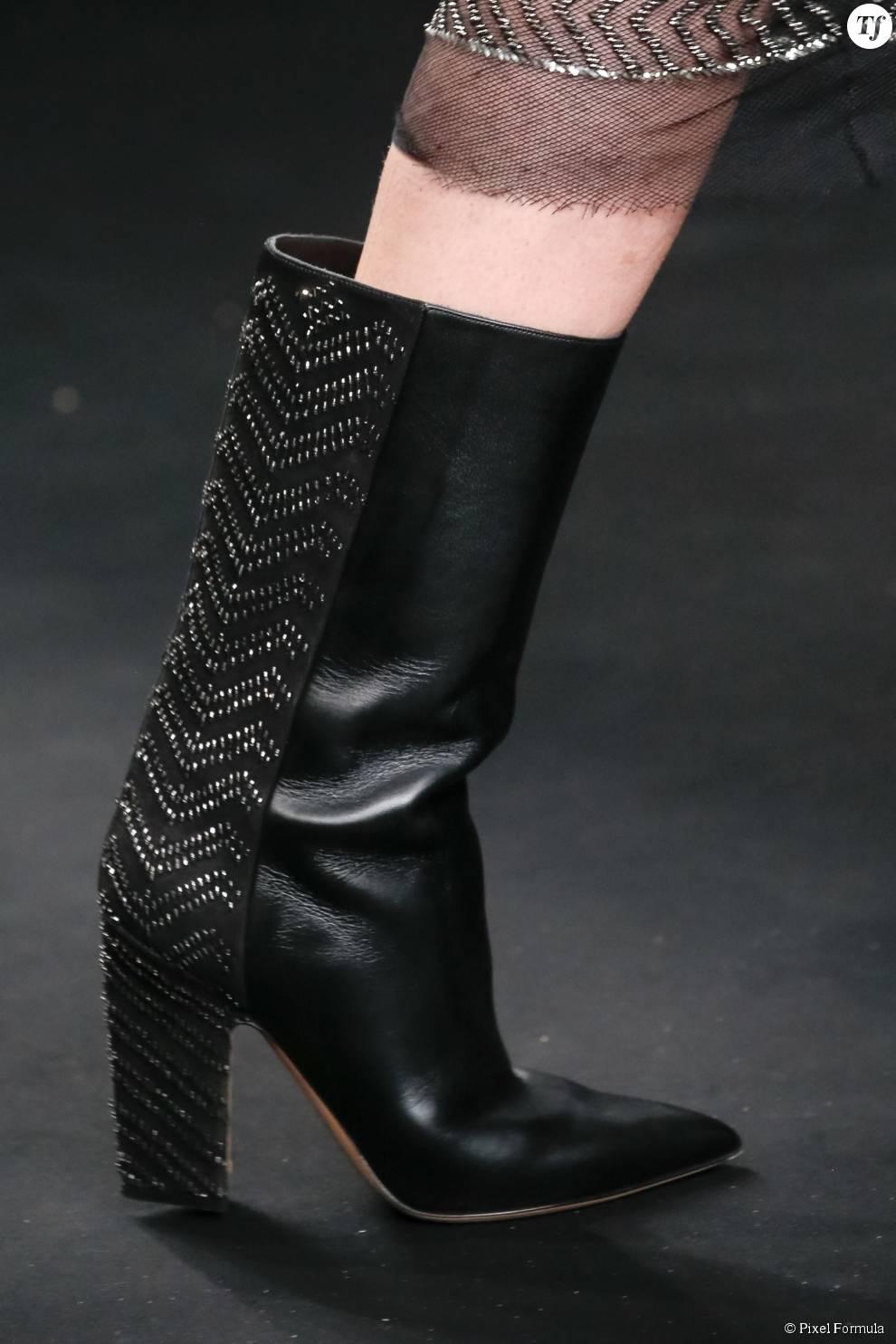 Défilé prêt-à-porter automne-hiver 2015-2016 : bottes Valentino.