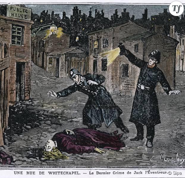 La découverte d'une des victimes des meurtres de Whitechapel, 1888 .