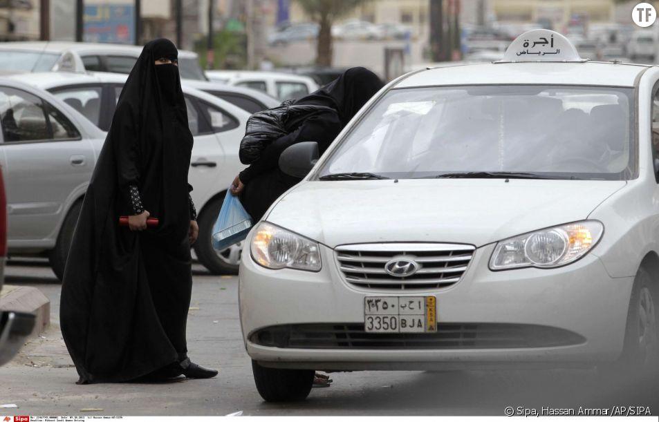 Deux Saoudiennes prennent un taxi