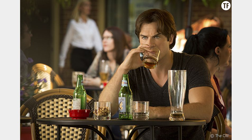 Dans l'épisode 1 de la saison 7 de The Vampire Diaries, Damon Salvatore broie du noir...