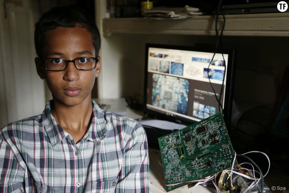 Ahmed Mohamed, 14 ans, arrêté pour avoir fabriqué une horloge.