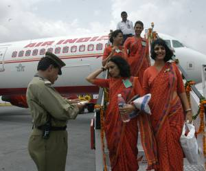 "Trop ""grosses"" ? Air India interdit à 130 hôtesses de l'air de monter dans ses avions"