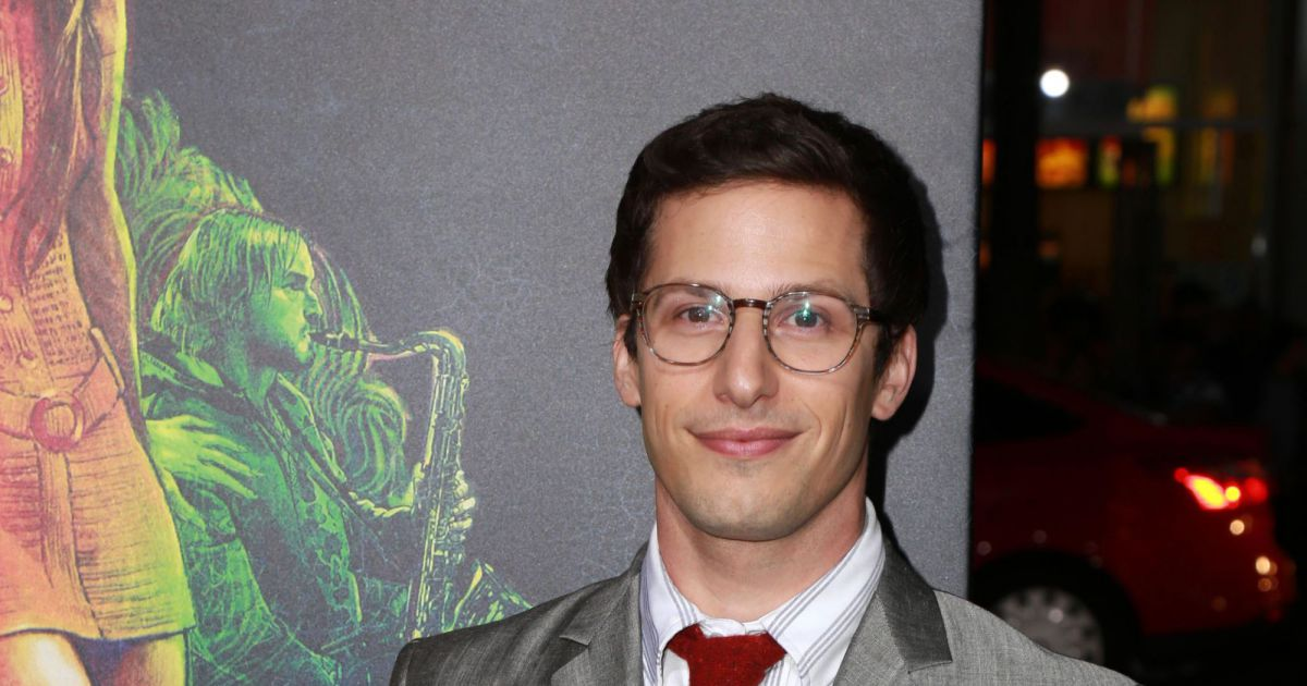 andy samberg lors de la premi re du film inherent vice au tlc chinese theatre hollywood. Black Bedroom Furniture Sets. Home Design Ideas