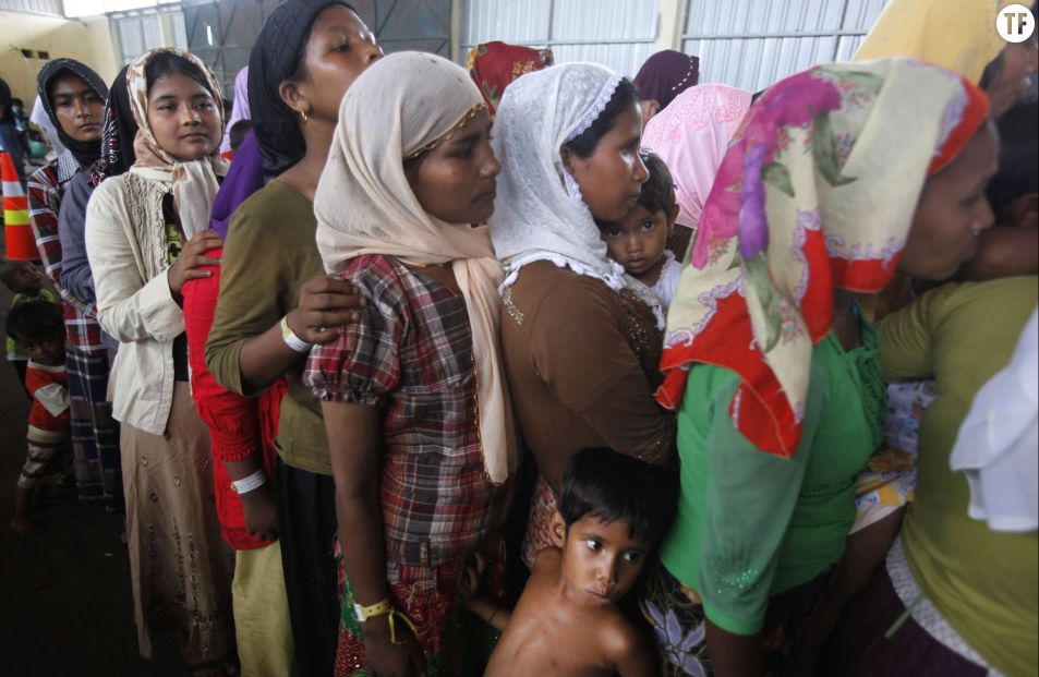 Femmes qui attendent à Langsa, dans la province d'Aceh, en Indonésie le 18 mai 2015