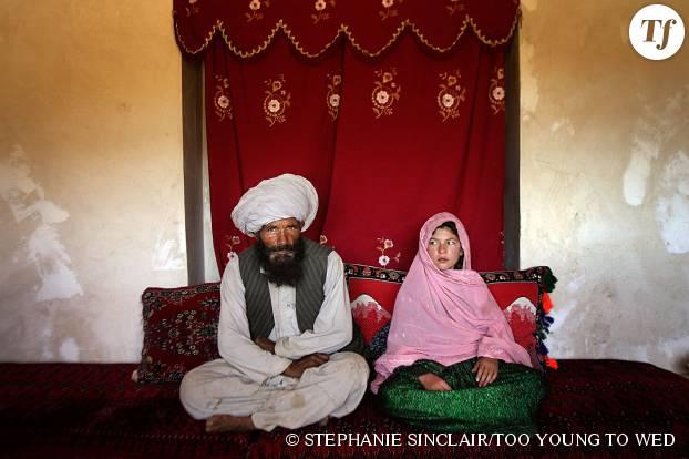 La petite Ghulam, effondrée le jour de son mariage forcé avec cet homme afghan âgé de 40 ans.