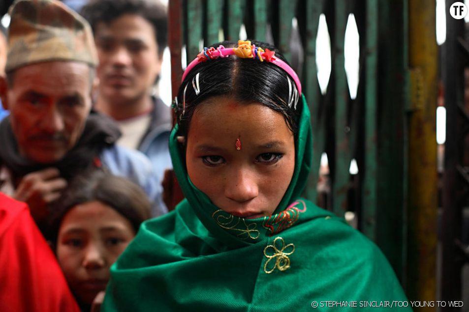 Niruta 14 ans, le jour de son mariage au Népal. La jeune femme est déjà enceinte de 9 mois...