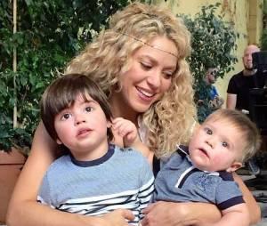 La chanteuse Shakira avec ses deux fils, dont l'un est né cette année