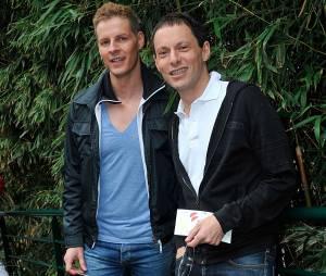 Matthieu Delormeau et Marc-Olivier Fogiel au Village de Roland Garros avant d'assister à la finale homme des Internationaux de France à Paris le 9 juin 2013.