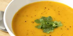 La recette facile de la soupe à la carotte et au fenouil pour un teint éclatant