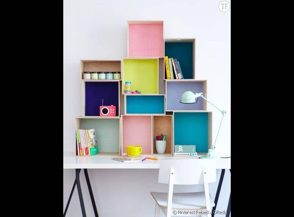 Un bureau qui ne manque pas de cases for Bureau qui ne prend pas de place