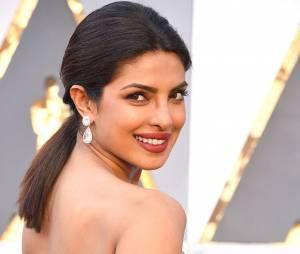 Le brun foncé oui, mais avec de jolis reflets noisettes comme l'actrice Priyanka Chopra.
