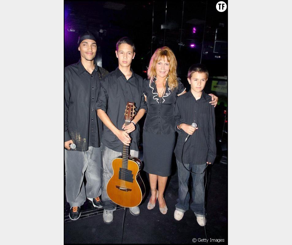 Clémentine Célarié et ses trois fils en concert au  VIP Room