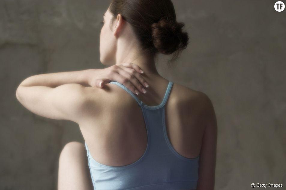 Voilà deux postures de yoga pour se détendre les épaules.
