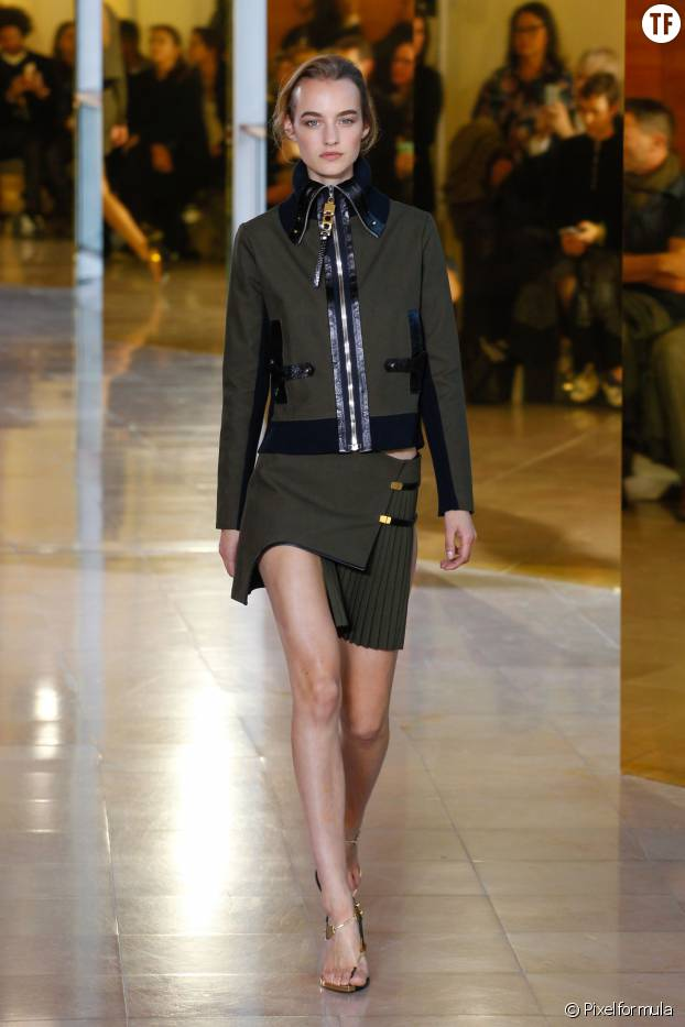 Le total look militaire d'Anthony Vaccarello