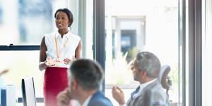Langage corporel : 7 gestes à adopter pour devenir une winneuse au travail
