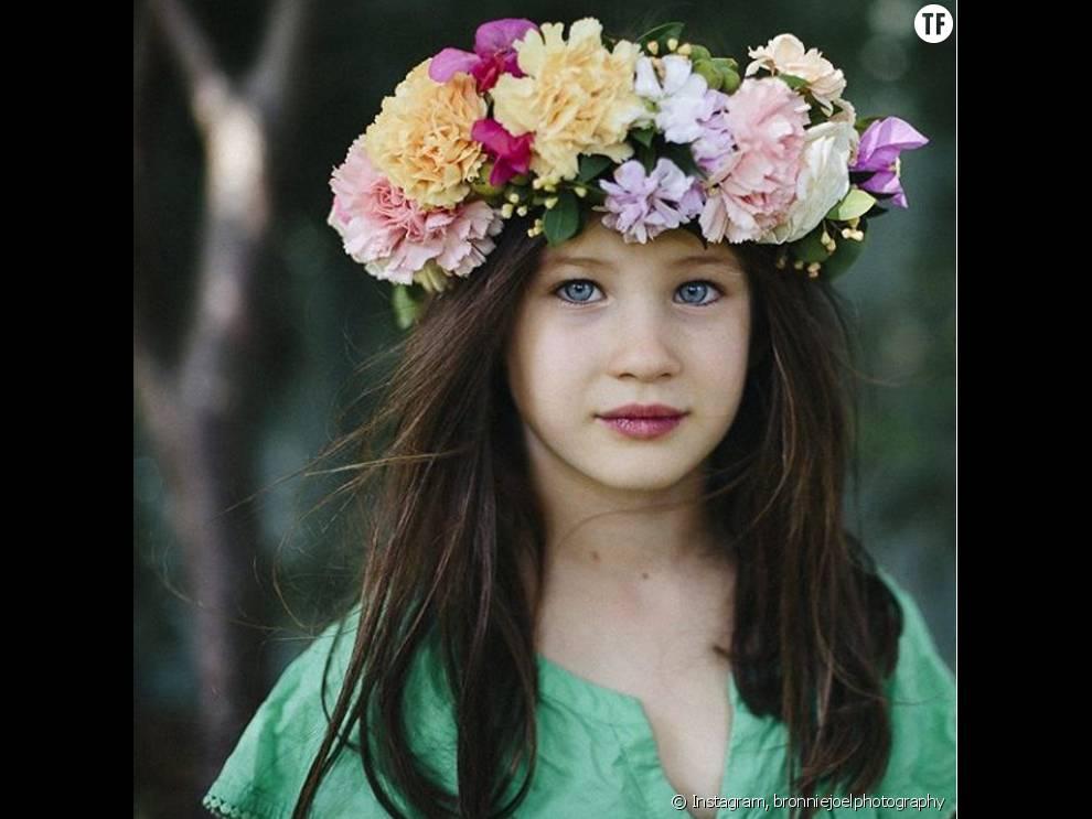 Les petites filles aussi sont adeptes de la couronne de for Couronne de fleurs