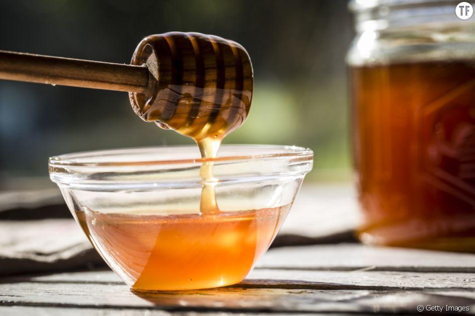 Une recette de masque maison à base de miel et de thym, pour apaiser les peaux les plus irritées.