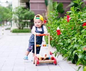 Les youpalas et trotteurs seraient-ils dangereux pour les jeunes enfants ?