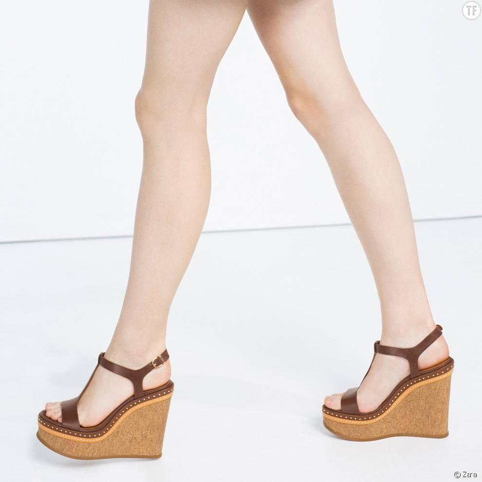 Sandales compensées cloutées, 59,95 euros chez Zara.