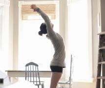 15 minutes de yoga qui vous réveilleront plus qu'une tasse de café