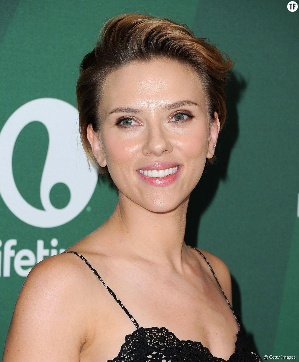 On adopte la coupe à la garçonne de l'actrice Scarlett Johansson.