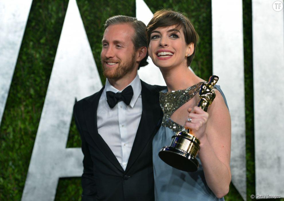 Anne Hathaway est en couple avec Adam Shulman depuis 2008. Bien qu'il soit également acteur, il n'a jamais vraiment percé. Le couple est parent d'un petit garçon.