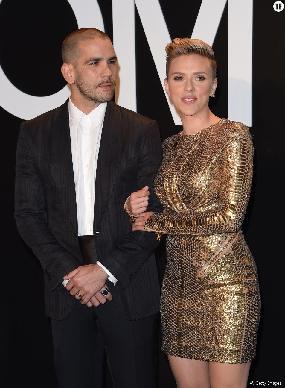Scarlett Johansson partage la vie du publicitaire et journaliste français Romain Dauriac depuis 2012. Ils sont parents d'une petite Rose, née en 2014.