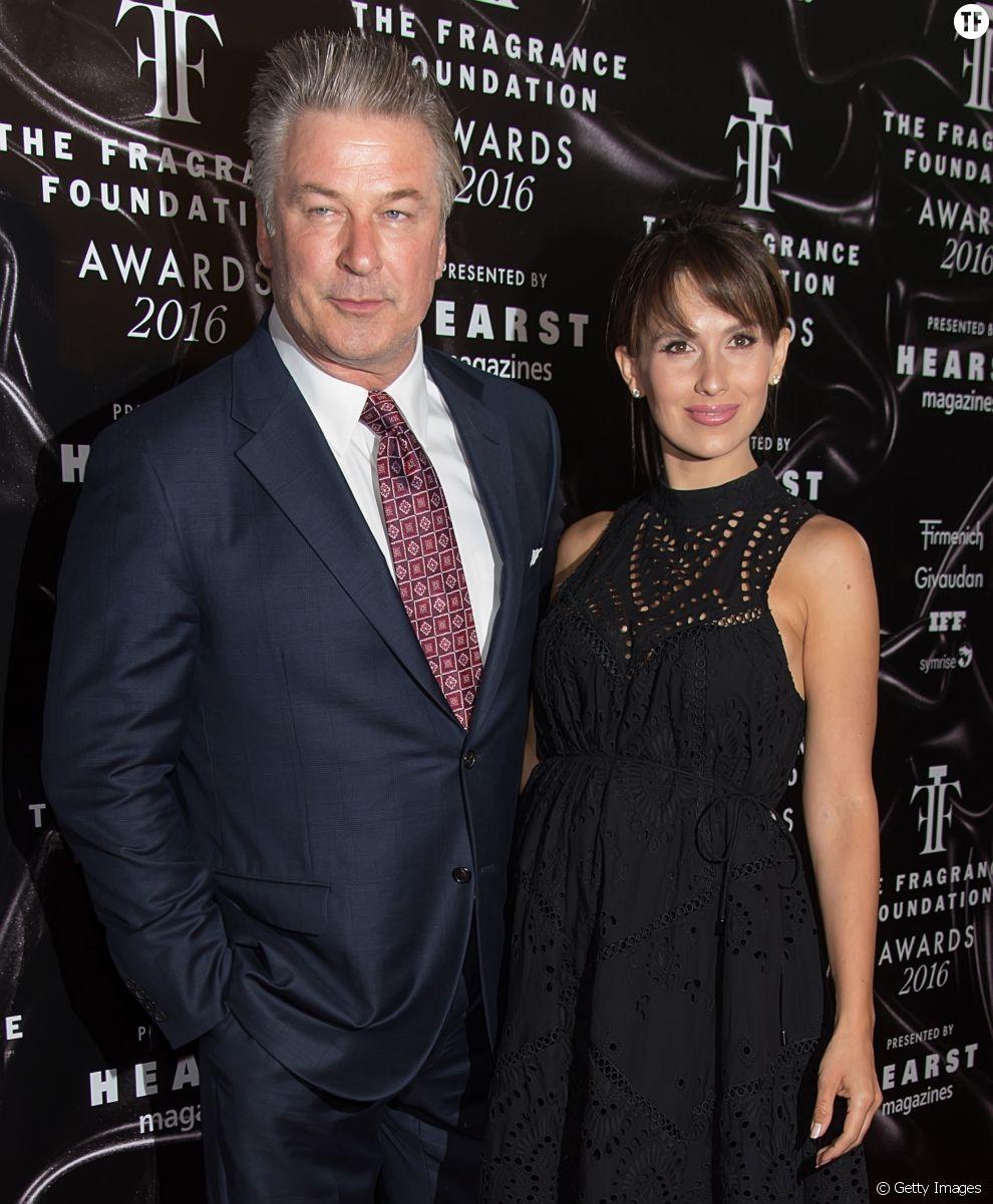 Après une belle histoire d'amour avec Kim Basinger, Alec Baldwin épouse en secondes noces Hilaria Thomas, une prof de yoga, en 2012. Le couple a 3 enfants.