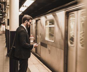 Mater du porno dans le métro, un phénomène qui ne fait pas rire les Londoniens