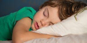 Votre enfant dort-il assez ? Voici la réponse