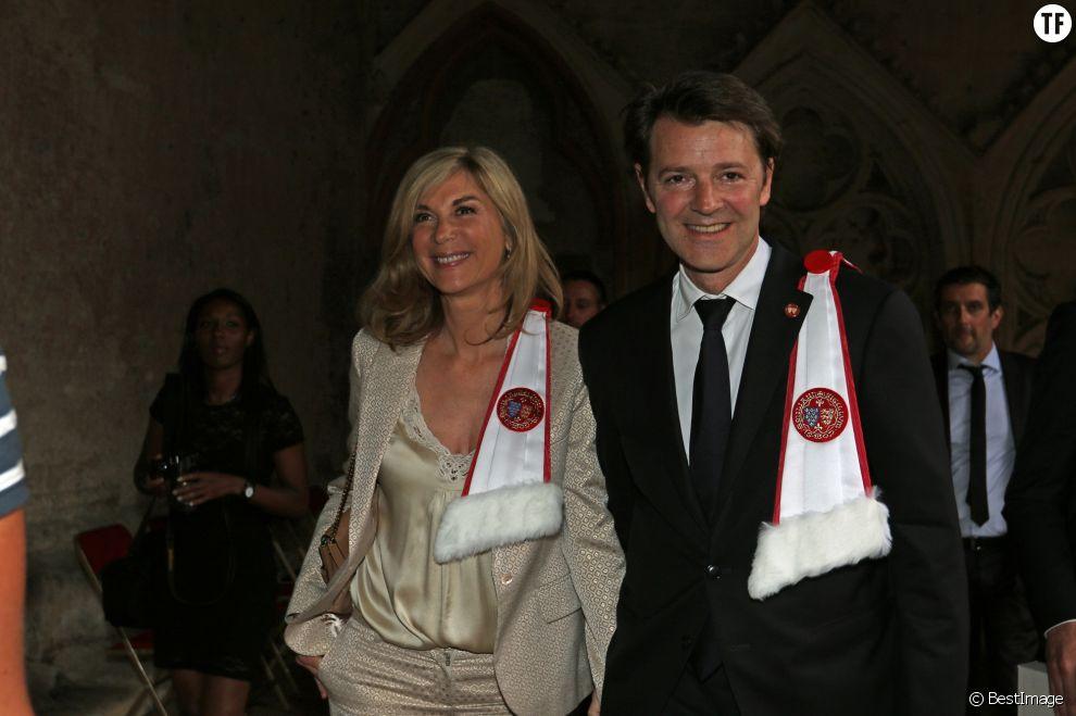 François Baroin intronisé et Michèle Laroque, dans la confrérie de la Jurade de Saint-Emilion lors de la Fête de la Fleur le 13 juin 2015