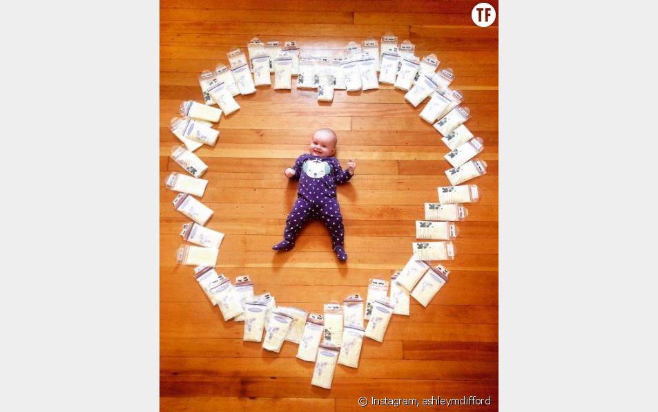 Cette maman a posté un cliché de son bébé entouré de lait maternel