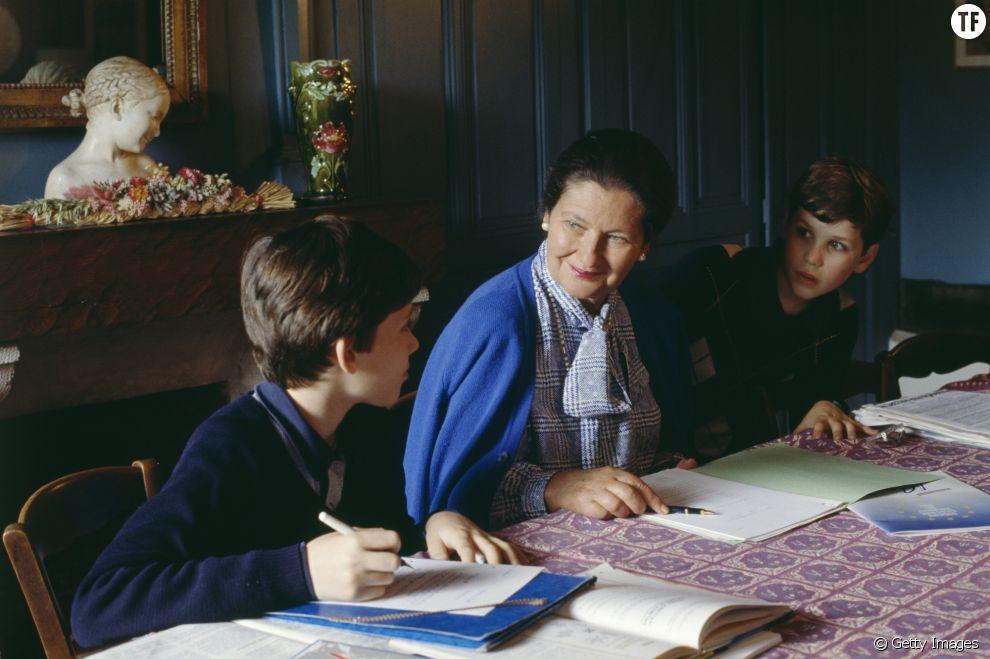 Simone Veil et ses petits fils, chez elle en Normandie en 1989