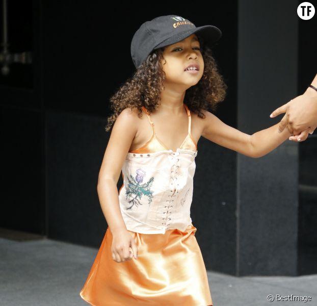 La fille de Kim Kardashian, North West, portant un corset le 10 juillet 2017 à New York