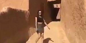 Une femme non voilée et en mini-jupe scandalise l'Arabie saoudite