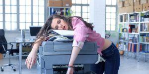 Le manque de sommeil aurait le même effet qu'être ivre au boulot
