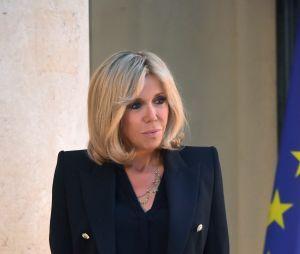 Brigitte Macron sur le perron de l'Élysée le 6 juillet 2017.