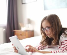 Comment protéger les yeux de nos enfants des tablettes ?